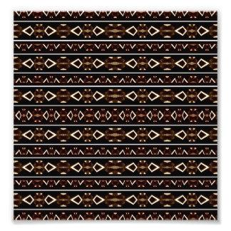 Modelo azteca oscuro tribal fotografías