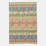 Modelo azteca tribal de Ikat del zigzag colorido d Toallas De Mano