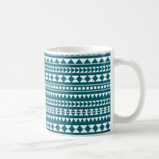 Modelo azteca tribal de la turquesa oscura taza básica blanca