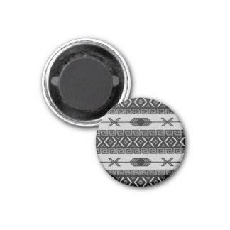 Modelo azteca tribal del sudoeste blanco y negro imán redondo 3 cm