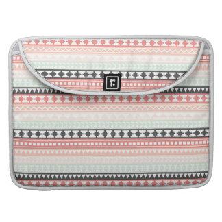 Modelo azteca tribal del trullo, rosado y gris fundas para macbooks