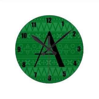 Modelo azteca verde del monograma reloj
