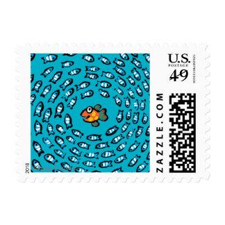 Modelo azul de la escuela de los pescados con los sellos