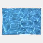 Modelo azul de la piscina toalla de mano