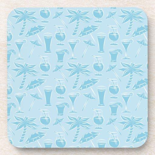 Modelo azul de los cócteles y de las palmeras posavasos de bebida
