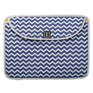 Modelo azul de los galones del zigzag fundas para macbook pro