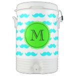 Modelo azul del bigote de la aguamarina, monograma enfriador de bebida igloo