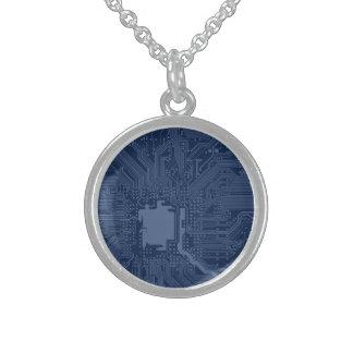 Modelo azul del circuito de la placa madre del collar de plata esterlina