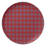 Modelo azul del copo de nieve con el fondo rojo plato de comida
