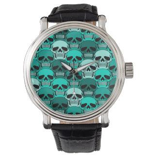 Modelo azul del cráneo del trullo que entrelaza relojes de mano
