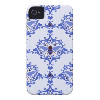 Modelo azul del insecto del vintage del damasco de iPhone 4 Case-Mate carcasas