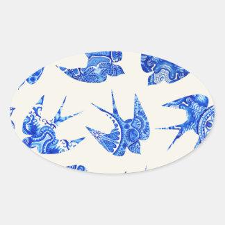 Modelo azul del pájaro del trago de la acuarela pegatina ovalada