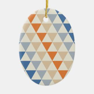 Modelo azul del triángulo del naranja que pone en adorno navideño ovalado de cerámica