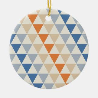 Modelo azul del triángulo del naranja que pone en adorno navideño redondo de cerámica