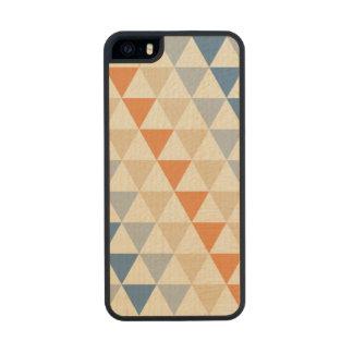 Modelo azul del triángulo del naranja que pone en funda de arce carved® para iPhone 5 slim