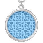 Modelo azul en colores pastel de la impresión de l pendiente personalizado
