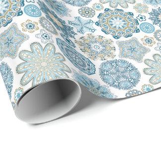 Modelo azul moderno elegante de las escamas de la papel de regalo
