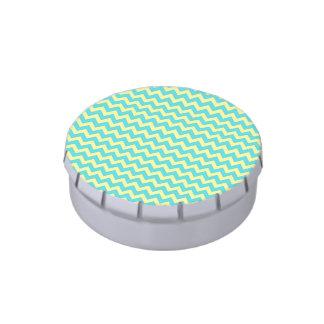 Modelo azul y amarillo del trullo en colores paste jarrones de dulces