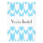 Modelo azul y blanco en colores pastel de Chevron Invitaciones Personalizada