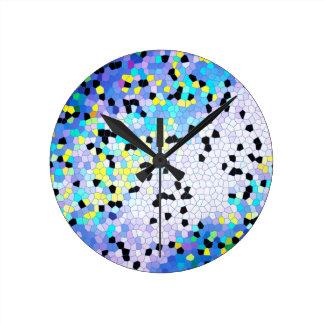 Modelo azul y negro del bígaro púrpura de mosaico reloj redondo mediano