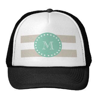 Modelo beige de las rayas, monograma de la verde m gorras de camionero