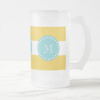 Modelo blanco amarillo de las rayas, su monograma taza de café