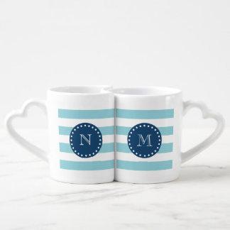 Modelo blanco azul de las rayas, monograma de los set de tazas de café
