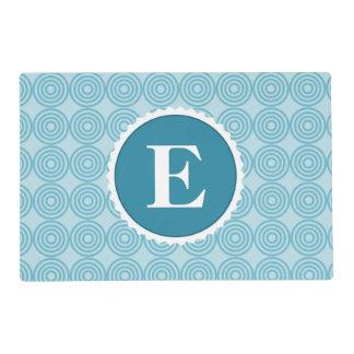 Modelo blanco azul del monograma del trullo tapete individual