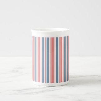 Modelo blanco azul rojo de las rayas taza de porcelana