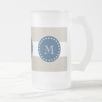Modelo blanco beige de las rayas, monograma de los tazas