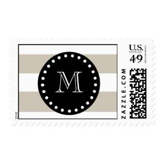 Modelo blanco beige de las rayas, monograma negro sello
