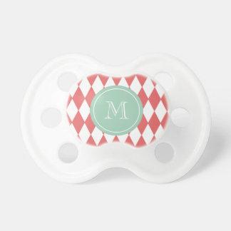 Modelo blanco coralino del Harlequin monograma de Chupete De Bebé