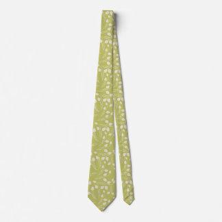 Modelo blanco de la hoja en el fondo verde V2 Corbata