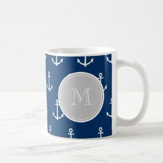 Modelo blanco de las anclas de los azules marinos, taza clásica