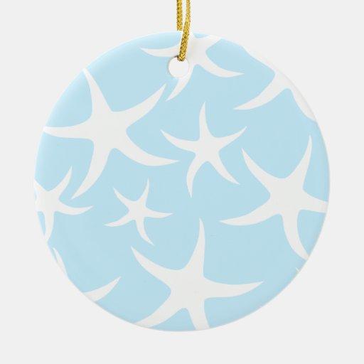 Modelo blanco de las estrellas de mar en azul adorno navideño redondo de cerámica