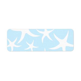 Modelo blanco de las estrellas de mar en azul clar etiquetas de remite