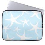 Modelo blanco de las estrellas de mar en azul clar funda portátil