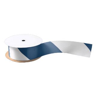 Modelo blanco de las rayas de los azules marinos lazo de raso