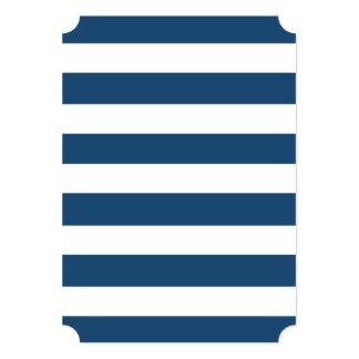 Modelo blanco de las rayas de los azules marinos invitación 12,7 x 17,8 cm