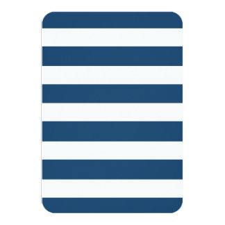 Modelo blanco de las rayas de los azules marinos invitación 8,9 x 12,7 cm
