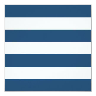Modelo blanco de las rayas de los azules marinos invitación 13,3 cm x 13,3cm