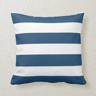 Modelo blanco de las rayas de los azules marinos m cojin