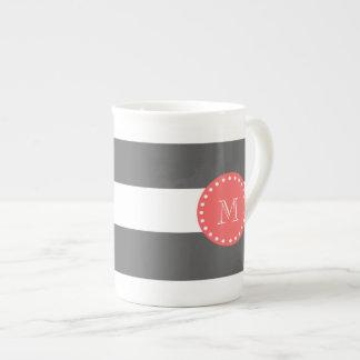Modelo blanco de las rayas del carbón de leña, mon taza de china