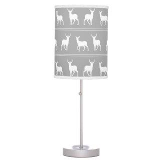 Modelo blanco de los ciervos y del macho en gris lámpara de mesa
