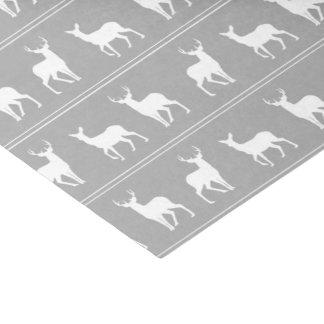 Modelo blanco de los ciervos y del macho en gris papel de seda pequeño