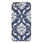 Modelo blanco del damasco de los azules marinos funda de iPhone 6 barely there