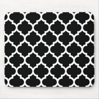 Modelo blanco negro #5 de Quatrefoil del marroquí Mouse Pads