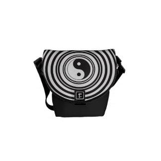 Modelo blanco negro de los círculos concéntricos d bolsas de mensajería