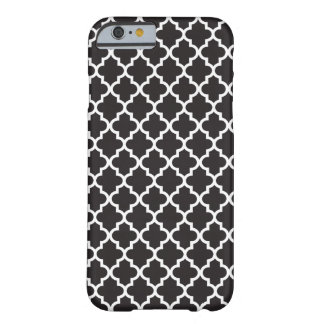 Modelo blanco negro de Quatrefoil del marroquí Funda De iPhone 6 Barely There