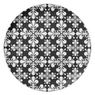 Modelo blanco negro elegante platos de comidas